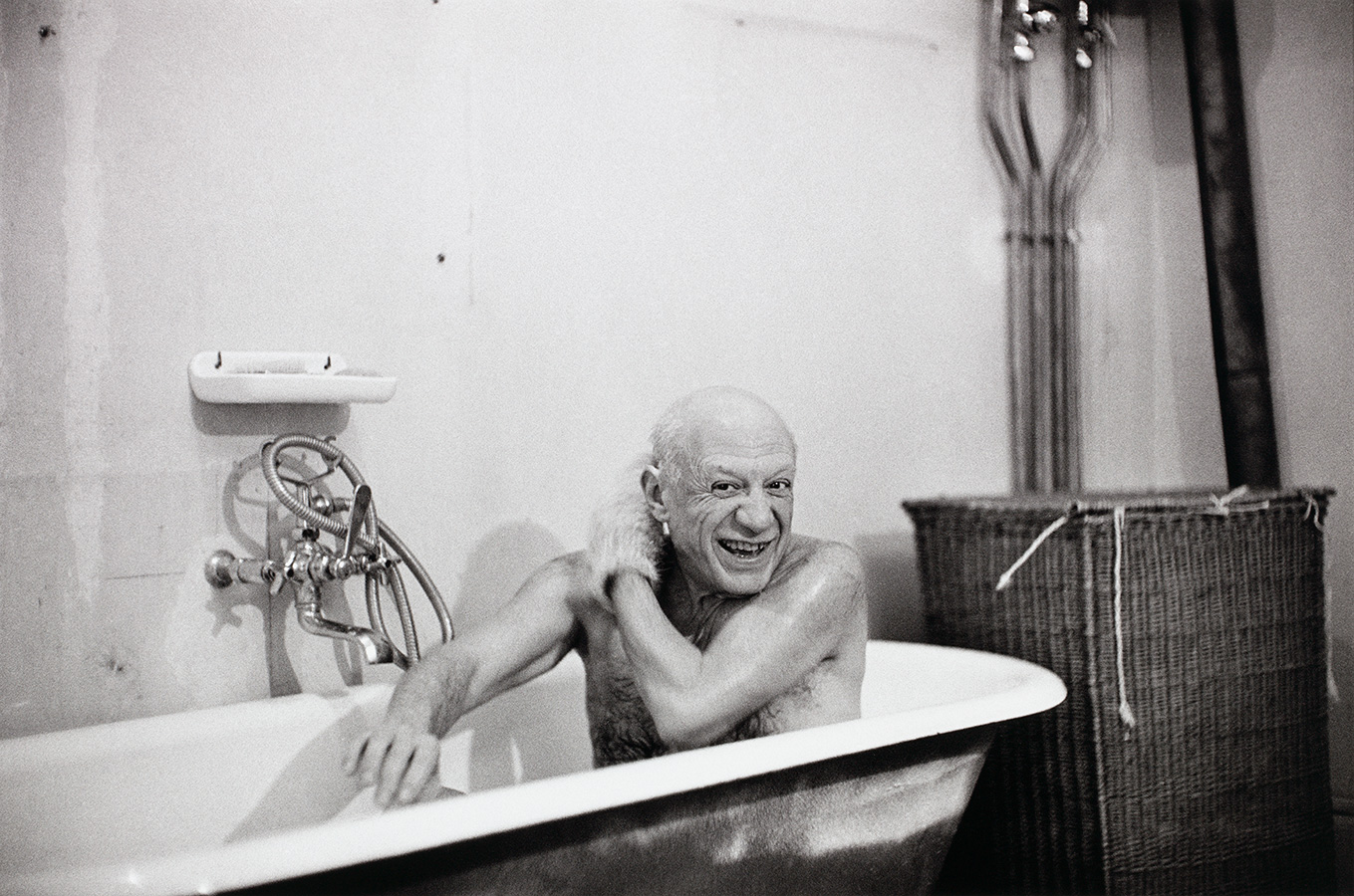 Picasso-in-his-bathtub_sized